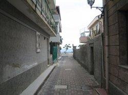 Appartamento climatizzato con sei posti letto, composto da:Cucina,Soggiorno,Camera da Letto,Cameretta, Doppi Servizi e Terrazzo Sovrastante.
